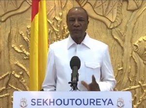 Alpha Condé, Président de la République, chef de l'Etat